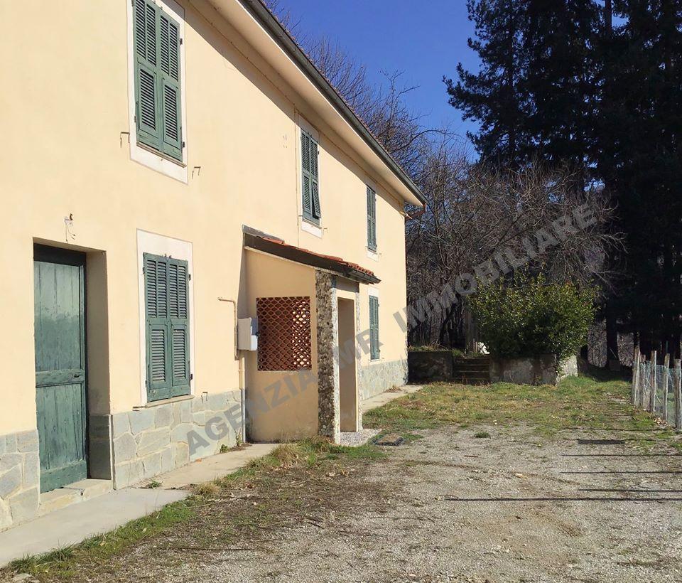 Bormida (SV): Vendesi Casale con 18.000 mq. di terreno