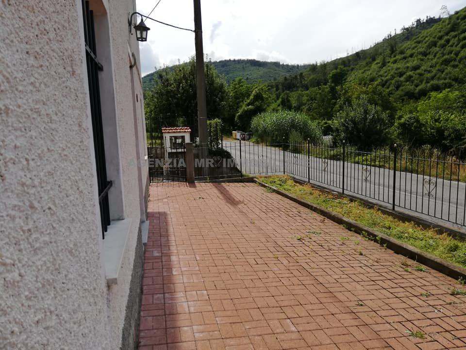 Mallare (SV) Località Acque VENDESI Appartamento con ingresso indipendente